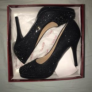📦 Brand new in the box black jeweled heels